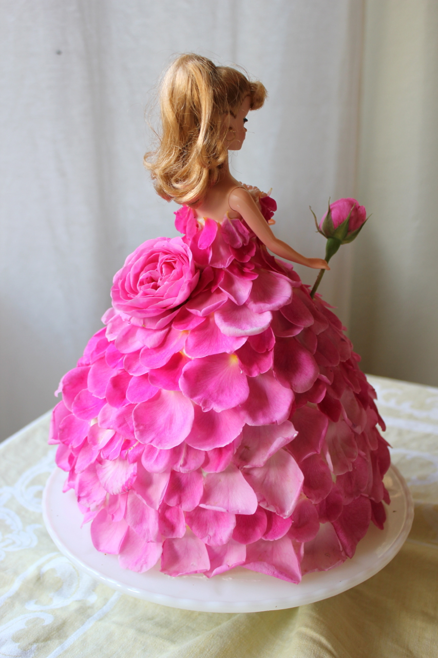barbie rose cake back