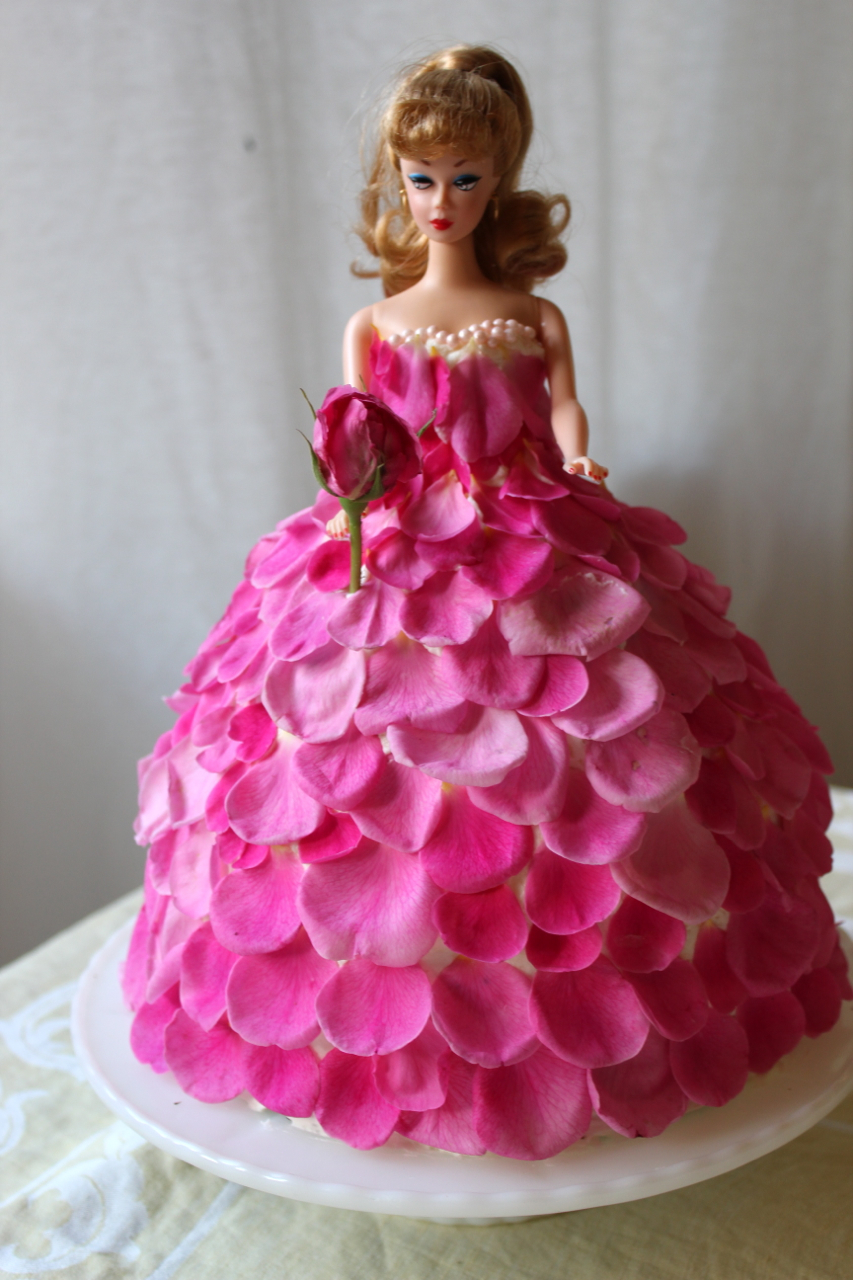 Barbie rose cake front