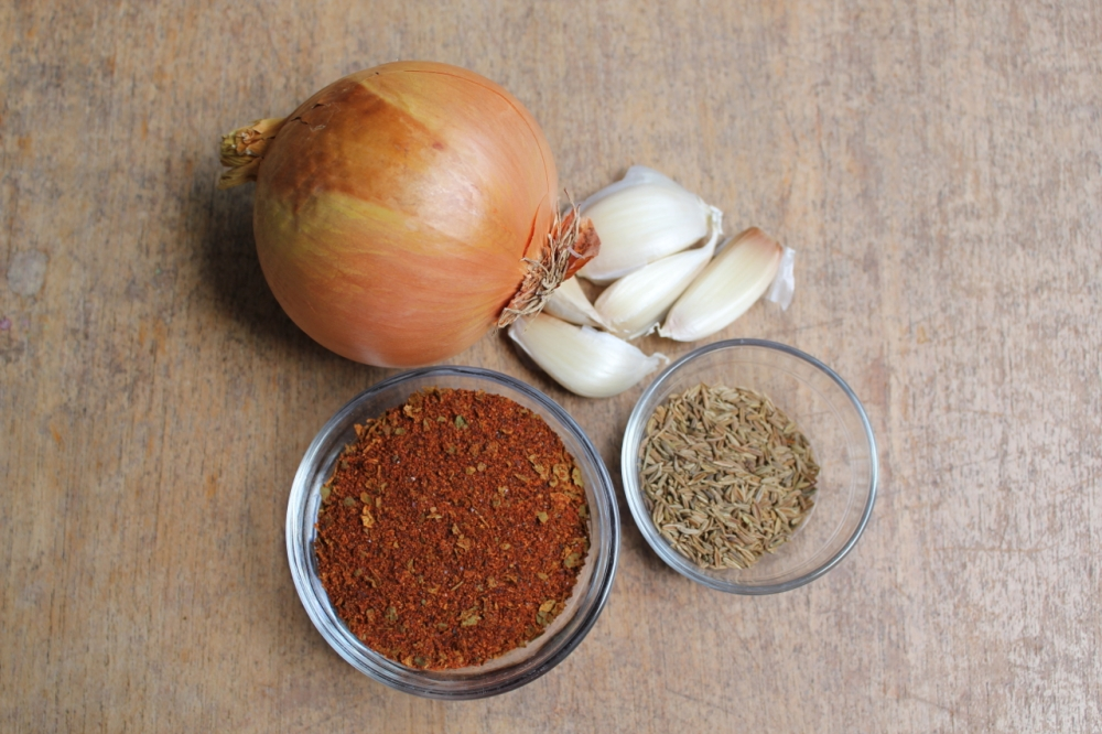 Chili flavor agents: onion, garlic, chili powder, cumin